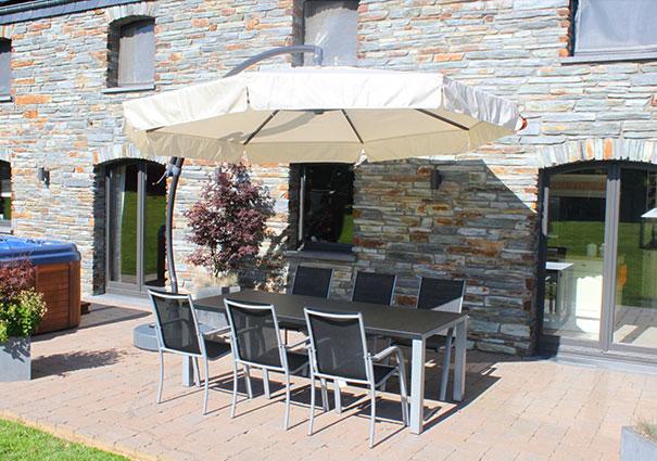parasols déportés, tables et chaises de jardin Sun Garden
